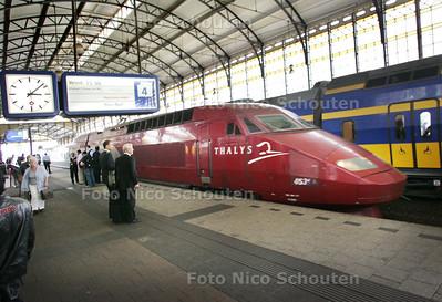 De Thalys komt binnen op spoor 4 van Station Hollands Spoor - DEN HAAG 26 AUGUSTUS 2009 - FOTO NICO SCHOUTEN