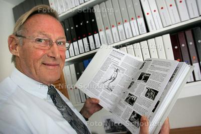 J. veelenturf, voorzitter van de stichting Van Vuylturv tot Veelenturf - ZOETERMEER 27 AUGUSTUS 2009 - FOTO NICO SCHOUTEN