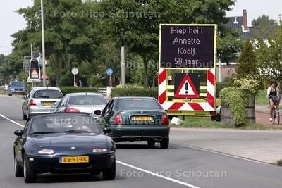 ludiek bord voor 50-jarige aan Klapwijkseweg - PIJNACKER 10 AUGUSTUS 2009 - FOTO NICO SCHOUTEN