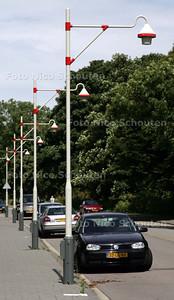 op de bezuidenhoutseweg, ter hoogte van het groene wijkje Marlot staan lantaarnpalen de 'de haagse masten met Montmartre armaturen' heten - DEN HAAG 4 AUGUSTUS 2009 - FOTO NICO SCHOUTEN