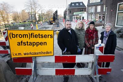 Bewoners van de Delfgauwseweg boos over werkzaamheden voor de deur - DELFT 15 DECEMBER 2009 - FOTO NICO SCHOUTEN