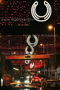 Kerstverlichting op de Hoefkade - DEN HAAG 1 DECEMBER 2009 - FOTO NICO SCHOUEN