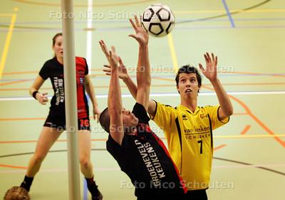Korfbal: KVS-Tempo - aanval Tempo - DEN HAAG 5 DECEMBER 2009 - FOTO NICO SCHOUTEN