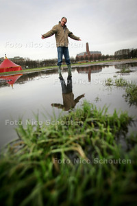 kerstcircus Malieveld zakt weg in de modder - DEN HAAG 7 DECEMBER 2009 - FOTO NICO SCHOUTEN