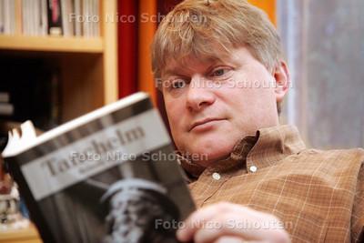 Reinold Vugs heeft een nieuwe historische roman geschreven - ZOETERMEER 16 DECEMBER 2009 - FOTO NICO SCHOUTEN