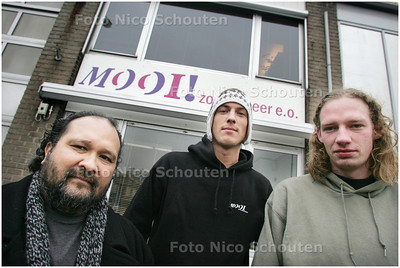 """AD/HC - JONGERENWERKERS VAN """"MOOI""""; vlnr Eugene Wijbers, Benjamin Lavino en Stefan Visser - ZOETERMEER 4 FEBRUARI 2009 - FOTO NICO SCHOUTEN"""