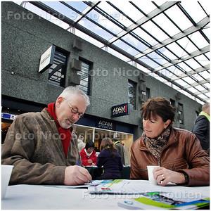 AD/HC - toekomstmarkt winkelcentrum Leidsenhage - LEIDSCHENDAM 7 FEBRUARI 2009 - FOTO NICO SCHOUTEN