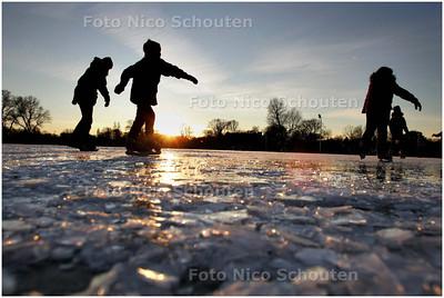 AD/HC - bobbels schaatsbaan zuiderpark (van wegbikken was geen sprake) - DEN HAAG 6 JUANUARI 2009 - FOTO NICO SCHOUTEN