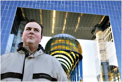 AD/HC - De heer Verstrate uit Zeeland is fan van Zoetermeer - ZOETERMEER 10 JANUARI 2009 - FOTO NICO SCHOUTEN