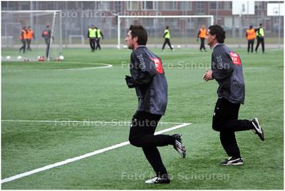 AD/HC - de trainende Virgilio Teixeira (L) en Pascal Bosschaart. Zij zijn door trainer Andre Wetzel verbannen naar het tweede elftal en moeten apart trainen - DEN HAAG 12 JANUARI 2009 - FOTO NICO SCHOUTEN