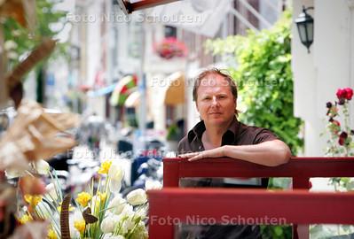 Peter Meinhardt, voorzitter van de   ondernemersvereniging De Zeehelden voor de winkelstratenserie - DEN HAAG 29 JULI 2009 - FOTO NICO SCHOUTEN