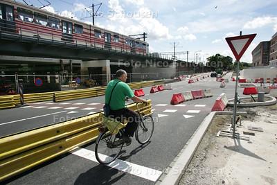 Kruispunt Vaillantlaan-Parallelweg. Vanaf maandag 20 juli kan het verkeer weer ZEER BEPERKT (!!!) gebruik maken van het kruispunt - DEN HAAG 20 JULI 2009 - FOTO NICO SCHOUTEN