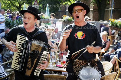 Smartlappenfestival Op plein naast Cafe de Oude Jan;  STRADA - DELFT 25 JULI D009 - FOTO NICO SCHOUTEN