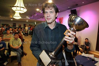DNC Open; damtoernooi; de prijsuitreiking, winnaar met beker - DEN HAAG 25 JUNI 2009 - FOTO NICO SCHOUTEN
