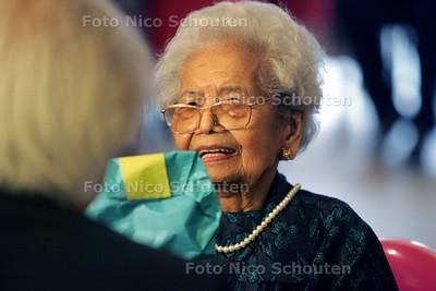 105-jarige mevrouw Kitsen - DEN HAAG 23 JULI 2009 - FOTO NICO SCHOUTEN