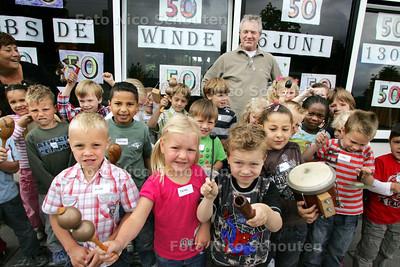 basisschool De Winde bestaat 50 jaar. Kees de Groot is al 30 jaar directeur - NOOTDORP 5 JUNI 2009 - FOTO NICO SCHOUTEN