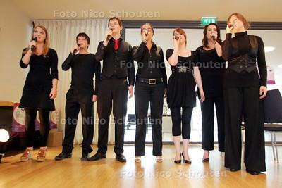 Musical- en theater-opleiding Dutch Academy of Performing Arts treedt op bij start nieuw informatiecentrum ouders en scholieren - ZOETERMEER 15 JUNI 2009 - FOTO NICO SCHOUTEN