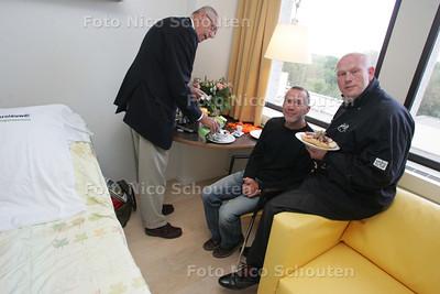 nieuwe kamers in Haga-ziekenhuis, locatie Leyenburg - de presentatie van de nieuwe (proef)kamers werd opgeluisterd door een ontbijt verzorgd door Pierre Wind - DEN HAAG 5 JUNI 2009 - FOTO NICO SCHOUTEN