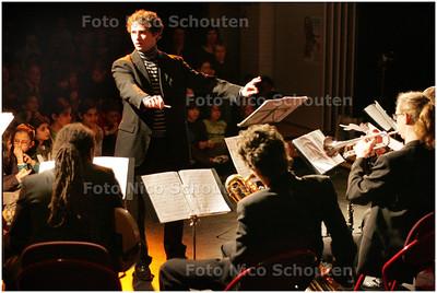 AD/HC - Josef Nitsch, uitvoering van peter en de  wolf van de haagse musicus josef nitsch op basisschool, Onze Wereld. - DEN HAAG 13 MAART 2009 - FOTO NICO SCHOUTEN