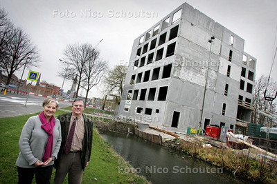 AD/HC - Eigenaar Anton Camijn en echtgenote bij nieuwbouw van hotel De Kok - DELFT 23 MAART 2009 - FOTO NICO SCHOUTEN