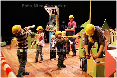 """AD/HC - groot peuterfestival in Stadstheater - kindertheater """"DE SPIJKER OP Z'N KOP"""" - ZOETERMEER 10 MAART 2009 - FOTO NICO SCHOUTEN"""