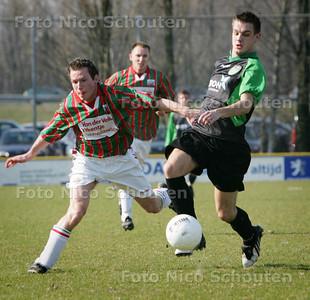 AD/HC - voetbalwedstrijd DSO-DUNO - duno maakt 0-2. Maker, Jury Selder ontsnapt en gaat scoren - ZOETERMEER 21 MAART 2009 - FOTO NICO SCHOUTEN