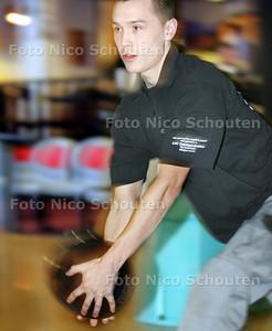 AD/HC - Kevin Blommaert bij bowlingtoernooi, Delft op Tour - ZOETERMEER 12 MAART 2009 - FOTO NICO SCHOUTEN