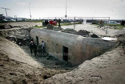in het kader van de bouw van het nieuwe surfdorp op het scheveningse strand is een bunker blootgelegd. het pand is nu te bezichtigen - DEN HAAG 22 MEI 2009 - FOTO NICO SCHOUTEN