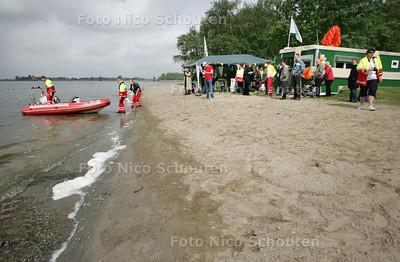 Nieuwe strandpost voor Reddingsbrigade aan Noord Aa - ZOETERMEER 9 MEI 2009 - FOTO NICO SCHOUTEN