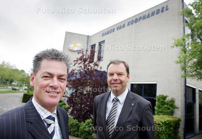 Peter Luijkx, directeur Kamer van Koophandel-Zmeer, en Johan Burger, voorzitter Raad Ondernemend Zmeer - ZOETERMEER 6 MEI 2009 - FOTO NICO SCHOUTEN