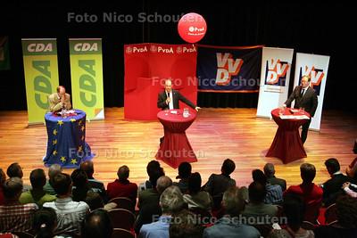 Europa debat tussen (vlnr) de lijsstrekkers  Winand Quaedvlieg Thijs Bergman en Hans van Baalen vanwege de aankomende Europese verkiezingen - ZOETERMEER 24 MEI 2009 - FOTO NICO SCHOUTEN