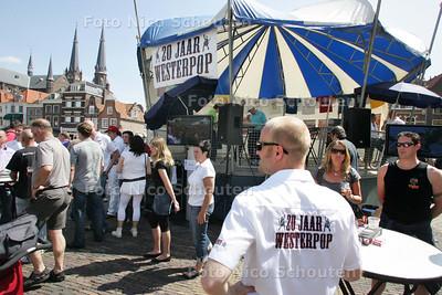 Westerpop viert het 20-jarig bestaan met happening in tent op de Markt in Delft - DELFT 24 MEI 2009 - FOTO NICO SCHOUTEN