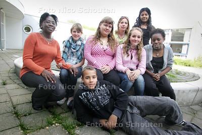Foto bij verhaal over vertrouwensleerlingen en hun coaches, bijzonder project op Praktijkschool Het Atrium - ZOETERMEER 18 MEI 2009 - FOTO NICO SCHOUTEN