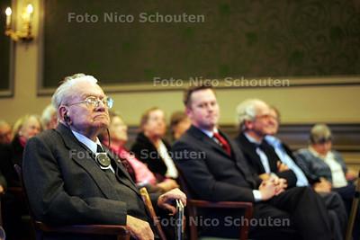 In de Groene Zaal van de Societeit De Witte de presentatie plaats van Op het zand, een fotoboek van fotograaf Gerhard van Roon over het huidige chique Den Haag - DEN HAAG 9 NOVEMBER 2009 - FOTO NICO SCHOUTEN