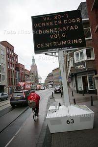 """Voorbereiding VCP (verkeers circulatie plan). Op de Torenstraat wordt de automobilist alvast gewaarschuwd voor het naderend """"onheil"""" - DEN HAAG 11 NOVEMBER 2009 - FOTO NICO SCHOUTEN"""