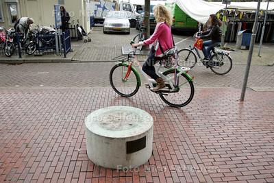 Standbeeld voor Stadhuis verdwenen - ZOETERMEER 6 OKTOBER 2009 - FOTO NICO SCHOUTEN