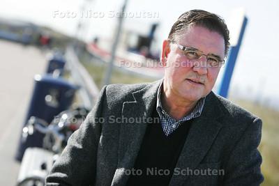 trainer Wim van Laar van voetbalvereniging HBS op de boulevard van Kijkduin - DEN HAAG 15 OKTOBER 2009 - FOTO NICO SCHOUTEN