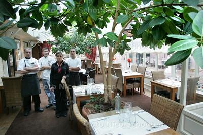 Restaurant Mignon in de Dorpsstraat opent de deuren - ZOETERMEER 6 OKTOBER 2009 - FOTO NICO SCHOUTEN