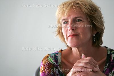 wethouder Marieke Bolle, presenteert de begroting - DEN HAAG 7 SEPTEMBER 2009 - FOTO NICO SCHOUTEN