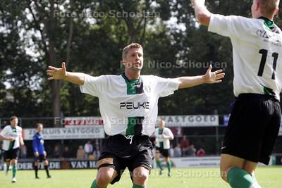 Rick Hoogendorp tijdens Scheveningen-DOTO. vreugde na 2-0  (strafschop) - DEN HAAG 5 SEPTEMBER 2009 - FOTO NICO SCHOUTEN