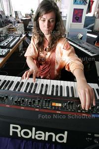 muzikante Christelle Gualdi - DEN HAAG 10 SEPTEMBER 2009 - FOTO NICO SCHOUTEN