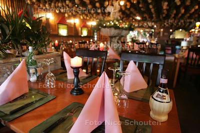 Italiaans restaurant Bella Torino voor de Pollepel - ZOETERMEER 2 SEPTEMBER 2009 - FOTO NICO SCHOUTEN