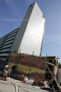 Treublaanflat krijgt andere verwarming. Is nog gevolg van die muur die is ingestort op het ketelhuis. hopelijk is er wat actie bij het ketelhuis op het parkeerdag - DEN HAAG 8 SEPTEMBER 2009 - FOTO NICO SCHOUTEN