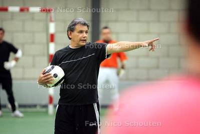 Jan Harting sr, trainer van FC Westland zaalvoetbal -  DEN HAAG 7 SEPTEMBER 2009 - FOTO NICO SCHOUTEN