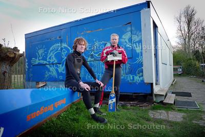 Erwin van Os en ? bij clubhuis Dutch Dragons - ZOETERMEER 15 APRIL 2010 - FOTO NICO SCHOUTEN