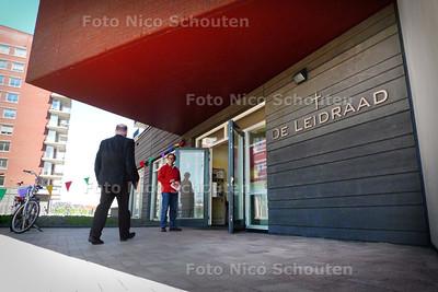 Opening De Leidraad, nieuwe protestante kerk in Leidschenveen - DEN HAAG 10 APRIL 2010 - FOTO NICO SCHOUTEN
