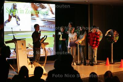 Leerlingen van het Oranje Nassau College sluiten vanavond het project Cubic Miles af, samen met leerlingen uit Tsjechie en Slowakije - ZOETERMEER 15 APRIL 2010 - FOTO NICO SCHOUTEN