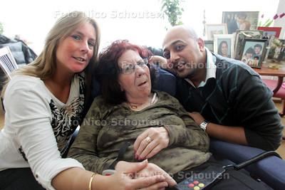 Patricia en Mohammed trouwen in verpleeghuis De Strijp zodat moeder van Patricia er ook bij kan zijn - DEN HAAG 6 DECEMBER 2010 - FOTO NICO SCHOUTEN