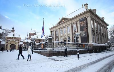 Binnenhof en Mauritshuis in de sneeuw - DEN HAAG 17 DECEMBER 2010 - FOTO NICO SCHOUTEN