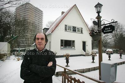 van der Zeeuw, eigenaar van Bed & Breakfast aan de Zegwaartseweg - ZOETERMEER 2 DECEMBER 2010 - FOTO NICO SCHOUTEN